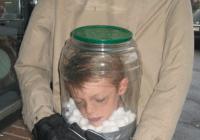 disfraz de niño decapitado